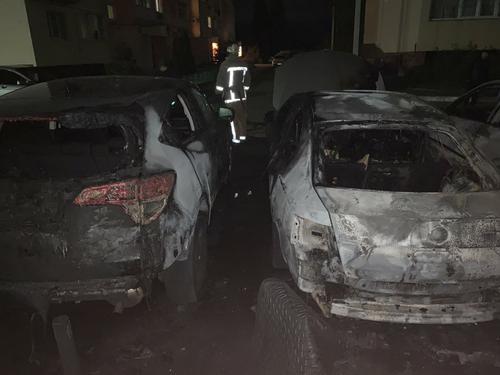 Происшествие в Харькове: два автомобиля сгорели дотла (фото)