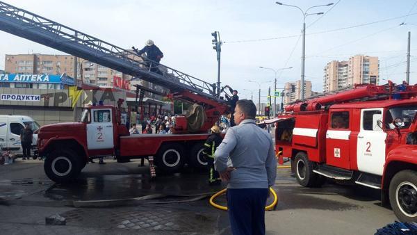 В Харькове к жилому дому съехались пожарные машины (видео)