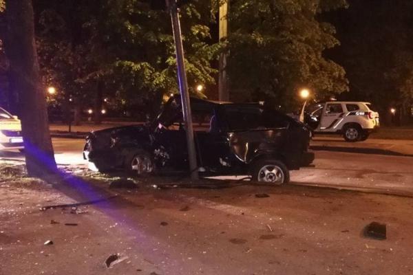 ДТП в Харькове: машины отбросило в дерево и столб, есть пострадавшие (фото)