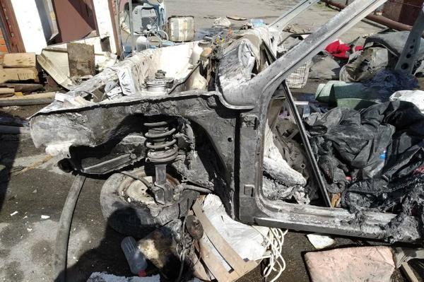 В Харькове мужчина по собственной неосторожности лишился машины и подпортил здоровье (фото)