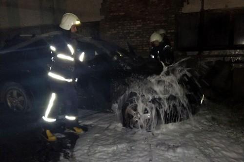 Происшествие на Харьковщине: автомобиль выгорел дотла (фото)