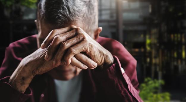 Сторож детсада и двое безработных оставляли харьковских пенсионеров без крыши над головой