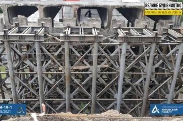 На подъезде к Харькову разбирают дорожное сооружение