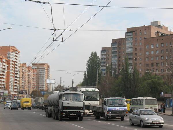 На харьковском проспекте хотят выделить часть дороги для общественного транспорта