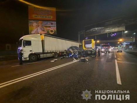 Масштабная авария: в полиции сообщили подробности столкновения двух фур под Харьковом (фото)