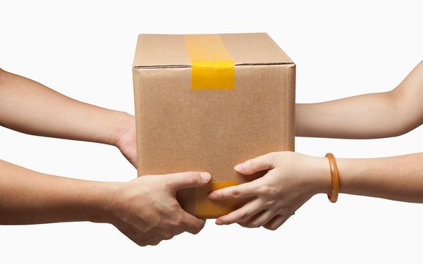 Подменивал коробки с товаром. На Харьковщине курьер обманом получал желанные покупки