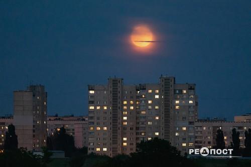 Необычное явление запечатлели в Харькове (фото, дополнено видео)