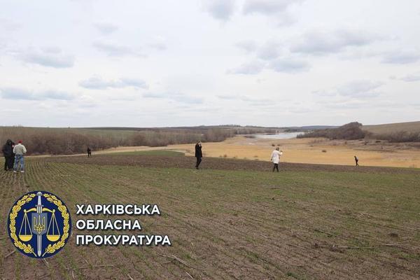 Житель Харьковщины разбил огород на историческом объекте: что грозит мужчине (фото)