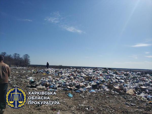 Мусор вперемешку с химотходами и пластиком. На Харьковщине директора предприятия заставят отвечать (фото)