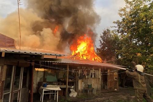 Ночное ЧП на Харьковщине: подробности масштабного пожара (фото)