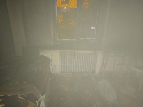 Выглядывал из-за окна с решеткой: в Харькове спасли мужчину (фото)