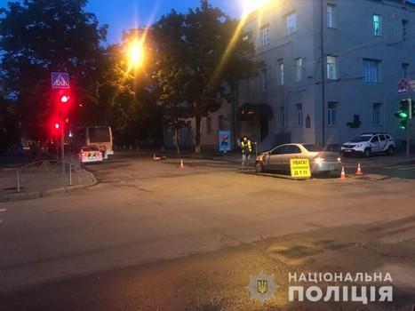 В Харькове автобус угодил в ДТП: в полиции озвучили подробности (фото)