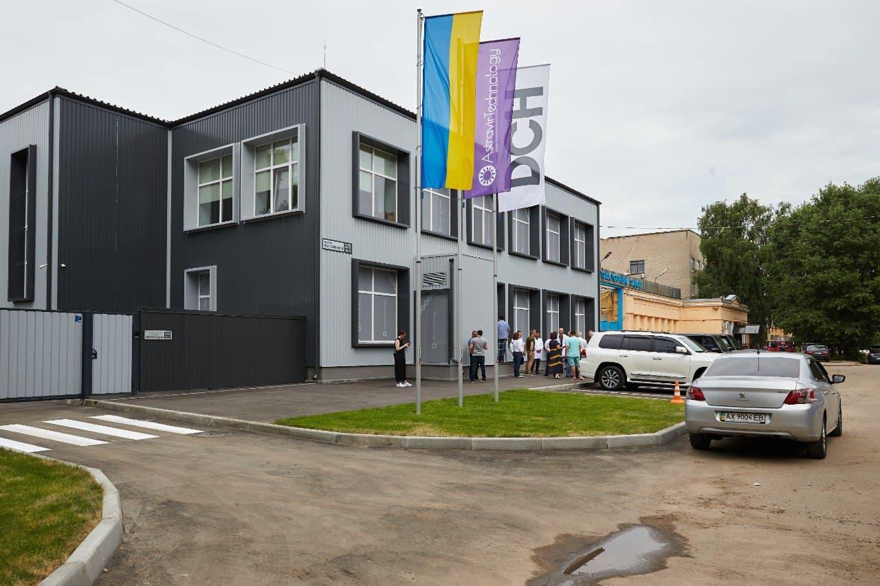 В Харькове открыли крупнейший в Украине центр по производству ПЦР-тестов (фото)