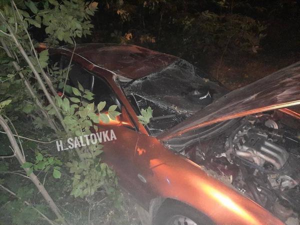 В Харькове машина полная людей сбила женщину с дочкой и перевернулась (фото, видео)
