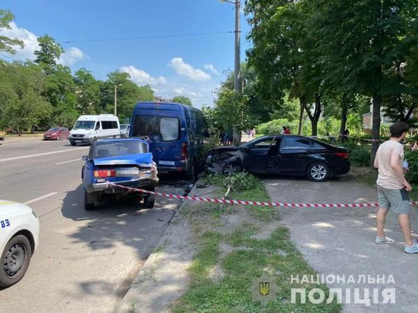 ДТП в Харькове с вылетевшей на тротуар машиной: стали известны подробности (фото)
