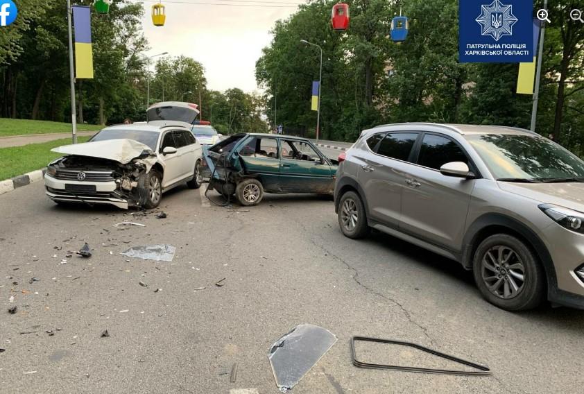 В Харькове - тройное ДТП: есть пострадавшие (фото)