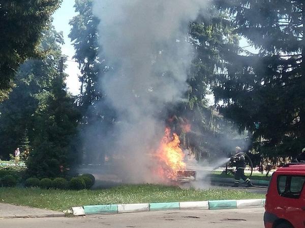 Под Харьковом среди белого дня водитель лишился машины (фото)
