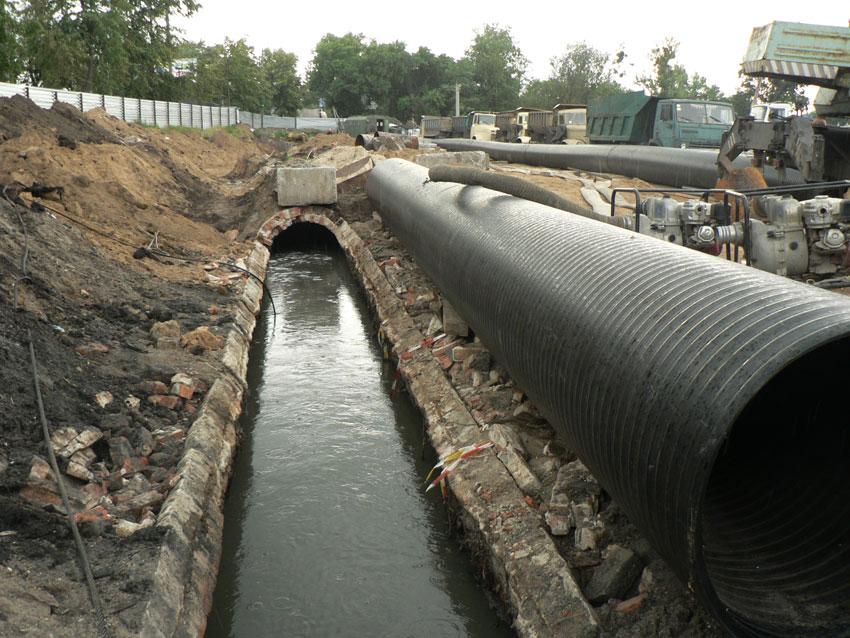 Ждут ответа мэрии: что будет с канализационным коллектором в Харькове