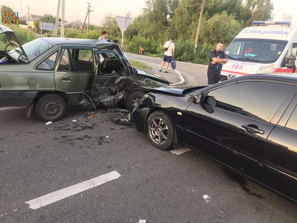 ДТП на Харьковщине: пострадавшую зажало в металлической ловушке (фото)