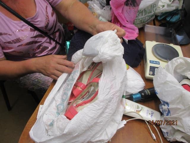 Туфли с «начинкой». Под Харьковом женщина пыталась обманом вывезти опасный товар за границу (фото)