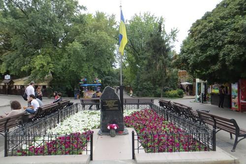 Харьков в XXI веке. 29 июля - мужчина приковал себя цепями в центре города