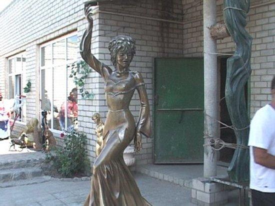 Харьков в XXI веке. 19 сентября - разгорелся скандал вокруг памятника Гурченко