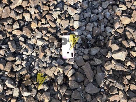 Телефон разлетелся на части. Под Харьковом погибла девушка (фото)