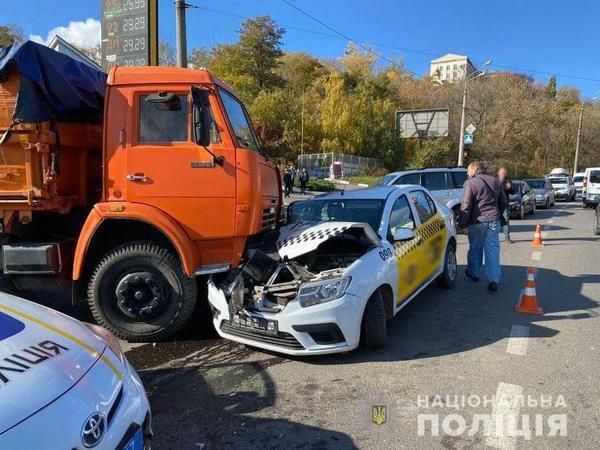 В Харькове женщина травмировалась в такси (фото)