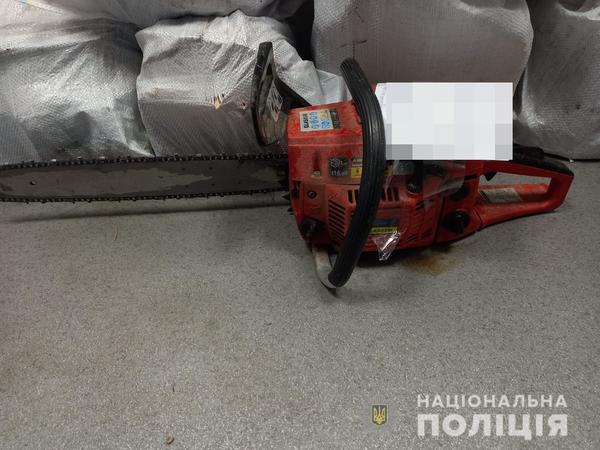 В Харькове мужчина с пилой попал в немилость полиции (фото)