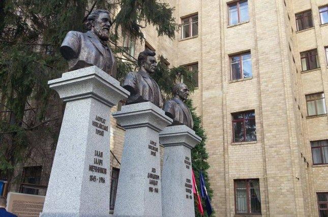 памятник Нобелевским лауреатам