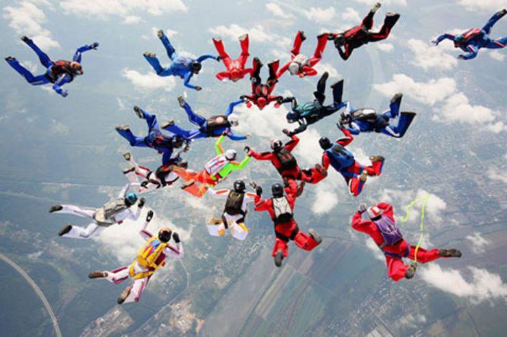 Харьков в XXI веке. 30 июля - рекорд по массовым прыжкам с парашютом